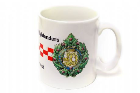Argyll's | Argyll and Sutherland Highlanders coffee mug with the regiments cap badge and its famous red & white dice.